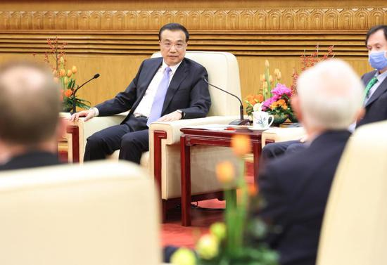 Chinese Premier Li Keqiang meets with and holds a symposium with foreign expert representatives working in China before the Spring Festival, or the Chinese Lunar New Year, at the Great Hall of the People in Beijing, capital of China, Feb. 2, 2021. (Xinhua/Pang Xinglei)